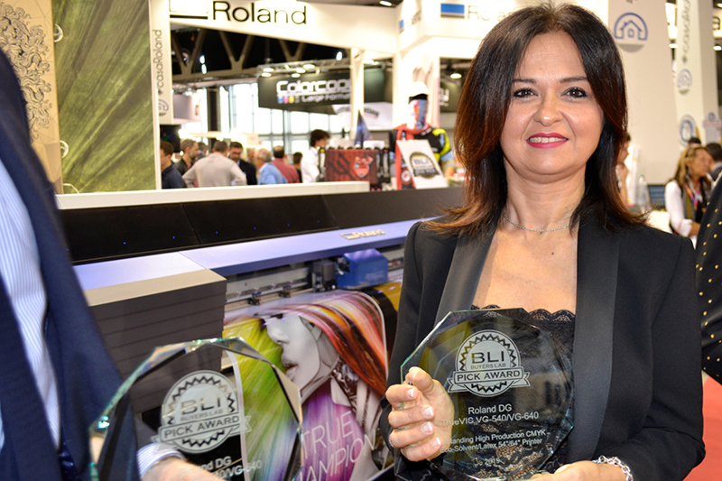 Stefania Cimino Roland DG President CEO for South Europe accepted the award at Viscom Italia