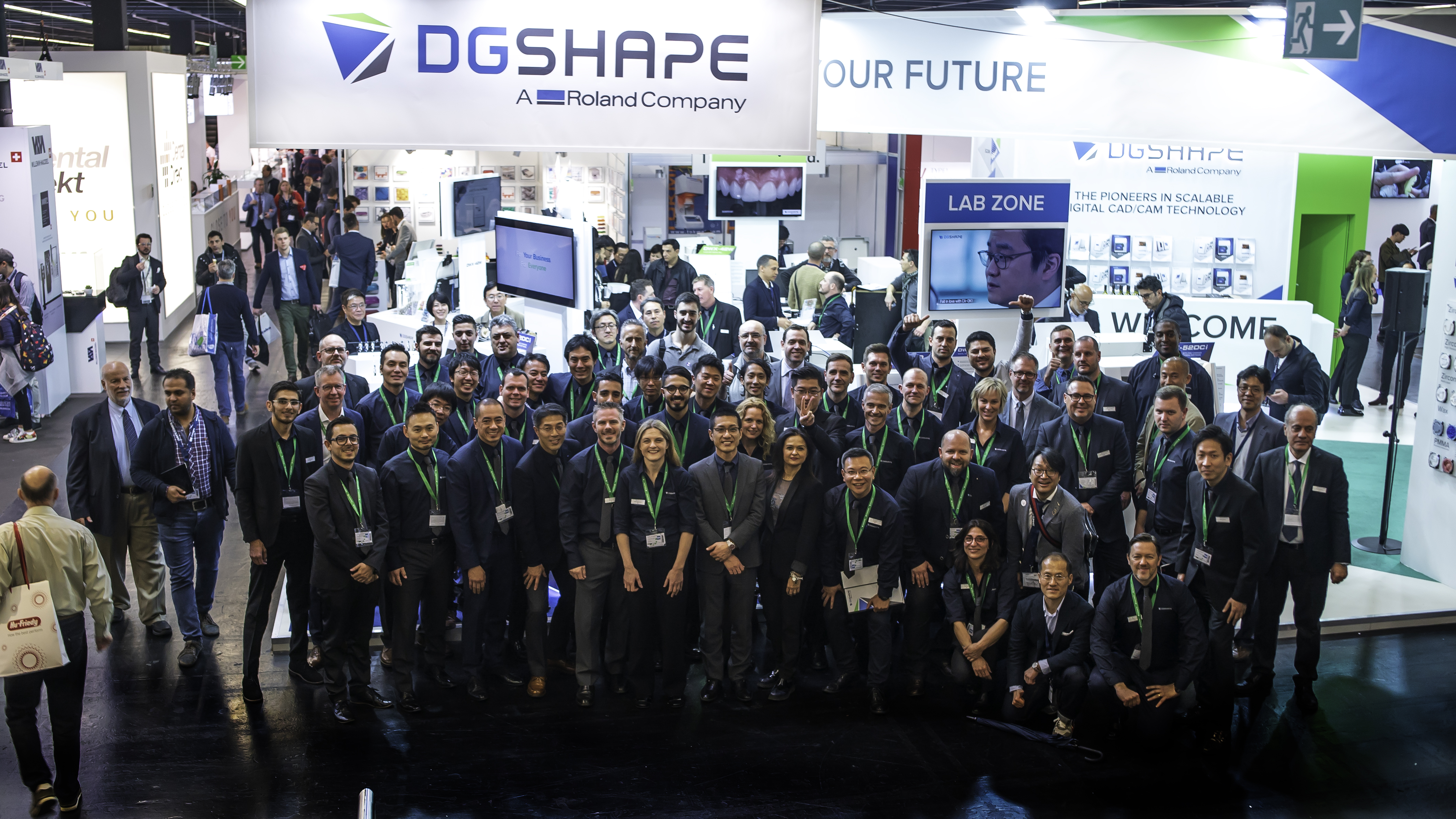 DGSHAPE global team representing more than 20 countries worldwide on the DGSHAPE booth at IDS 2019