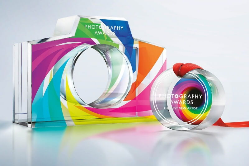 Print full colour graphics on glass and acrylic medals and trophies using Roland VersaUV technology