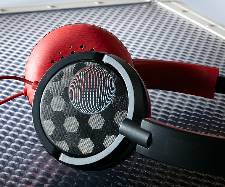 Get personal and print directly onto everyday gadgets like headphones