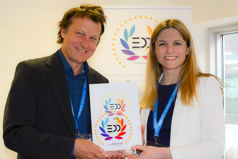 teaser Gillian Montanaro, Head of Marketing Roland DG EMEA accepts EDP Award 2019 for TrueVIS VG2 series