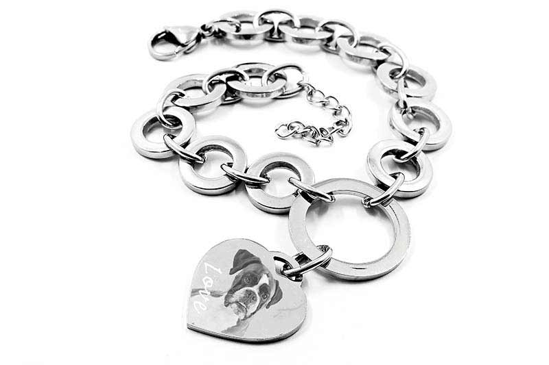 Chain pendant engrave with a metal engraving machine